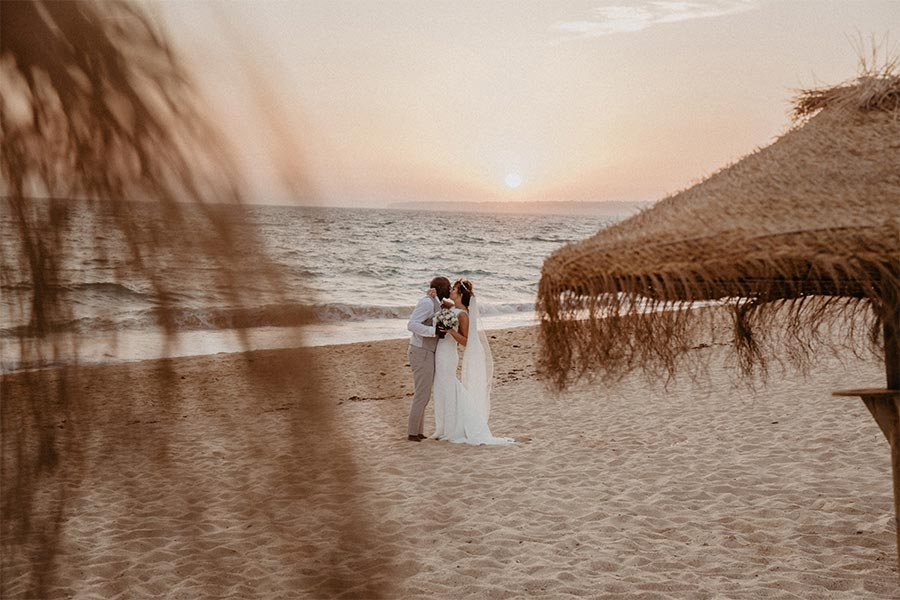 Nicki Shea Photography beach couple