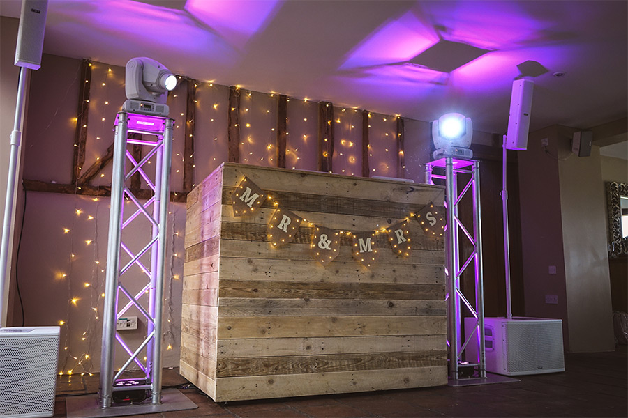 Wooden rustic DJ booth | JN Sounds
